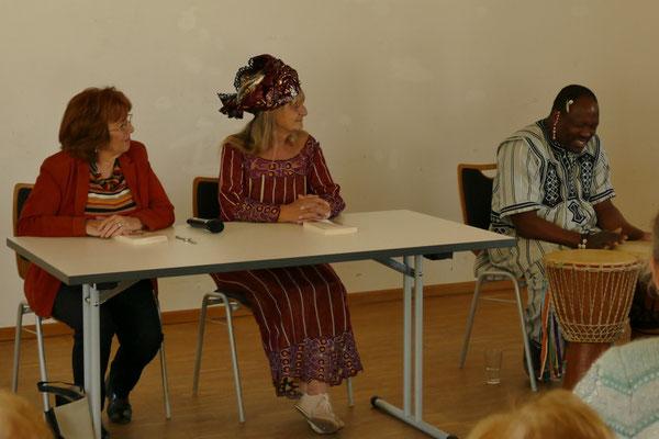 """""""Sika, die weiße Königin""""     Lesung mit  Manuela Samlan, Westerndorf &  Viktoria Bell,"""