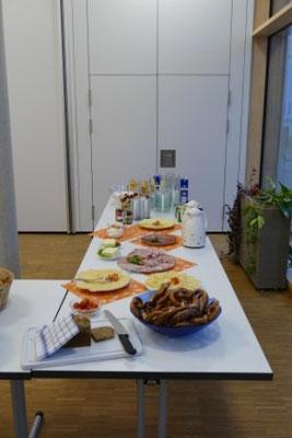 """""""Es ist 9 Uhr. Sie hören die Nachrichten des Bayrischen Rundfunks"""" mit Franz Bumeder"""
