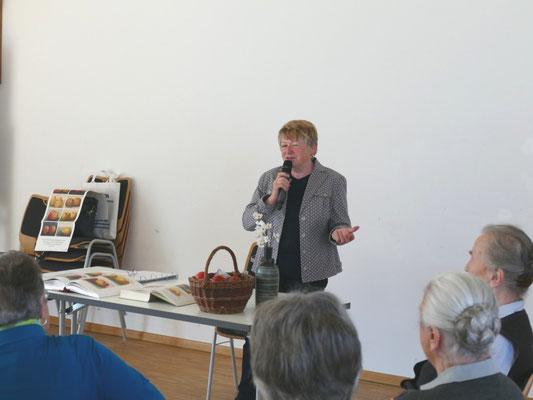 Korbinian Aigner - der Apfelpfarrer von Frau Anna Federauer, Straußdorf