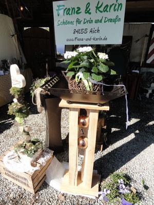 alter Holzbalken gespalten, geteilt und mit grosser Kupferfarbenen Schale 175,00 €