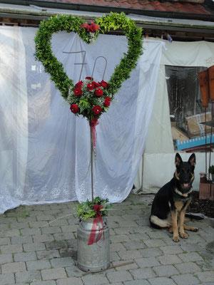 zum runden vom Franz gebaut, pulverbeschichtet und mit frischen Rosen gesteckt.