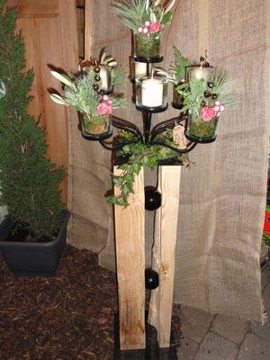 alter Holzbalken gespalten und ganz edel mit pulverbeschichtetem Sherwoodleuchter