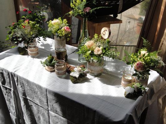 Kleine Gläser im Vintagestil hat die Braut mitgebracht und ich habs dann dekoriert