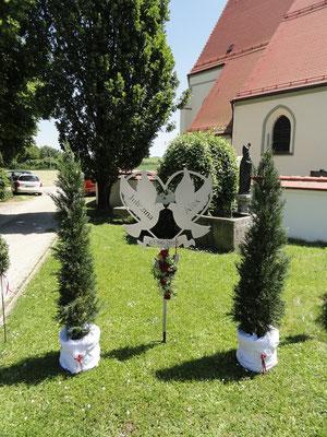unser Hochzeitsgeschenk Herz Spezialanfertigung 60cm x 60 cm gelasert mit Namen und Datum silberbrilliant beschichtet
