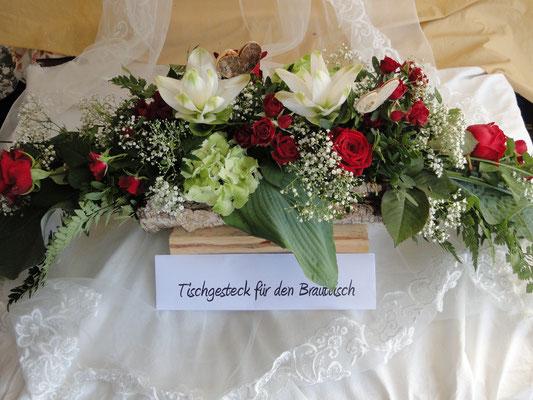 Tischgesteck für den Brauttisch