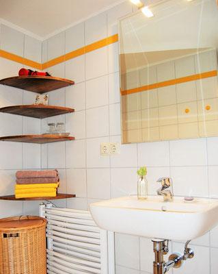 Im Bad liegen genügend Handtücher bereit