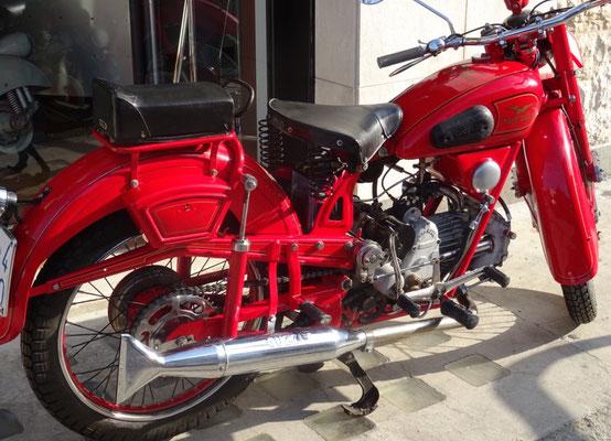 Marmitta marchiata Moto Guzzi.