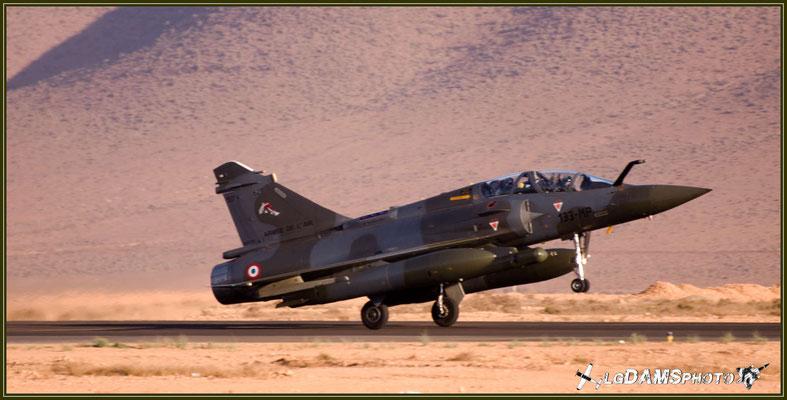 """Juste avant de déjauger, un MIRAGE 2000D de la SPA 153 """"Gypaèthe"""" de la 2ème escadrille de l'Escadron de chasse 1/3 Navarre"""