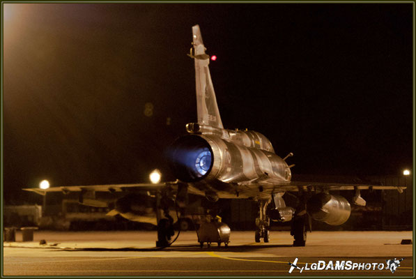 """mise en route de nuit du MIRAGE 2000D n°666 de la SPA62 """"Coq de combat"""" de l'Escadron de chasse 1/3 Navarre"""