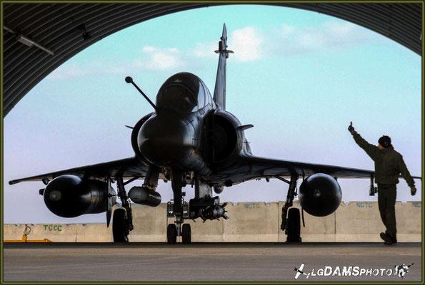 Dernier test et vérification par le pistard avant le départ de ce Mirage 2000D pour son vol