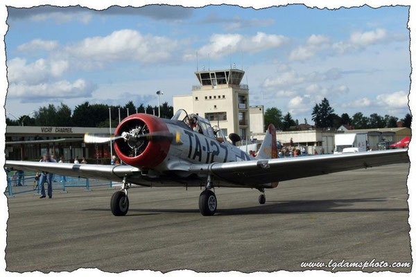 North American AT-6C Harvard Mk2A (meeting Vichy 2006)