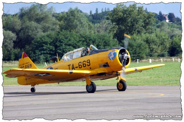 North American SNJ-5 Texan (meeting Vichy 2006)