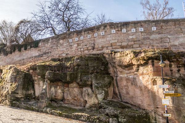 © Traudi - Felsen unterhalb der Stadtmauer