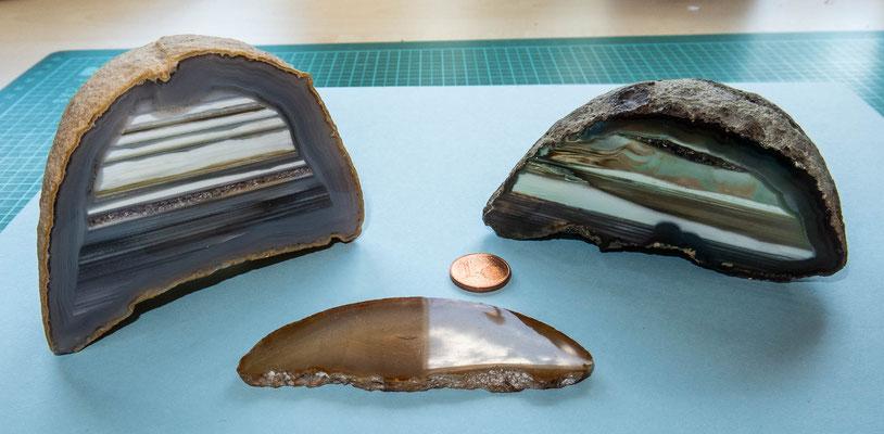 © Traudi - Beim genauen Betrachten kann man im linken Achat eine Reihe klitzekleine Bergkristalle erkennen.