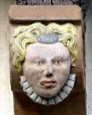 © Traudi - Frauenkopf (1688) Ein Frauenkopf mit ebenmäßigem Antlitz geziehrt mit Halskrause, Stirnkette,  Schläfen- und Stirnlocken.