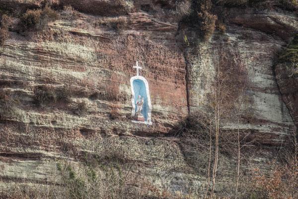 © Traudi - Madonna im gegenüberliegenden Felsen