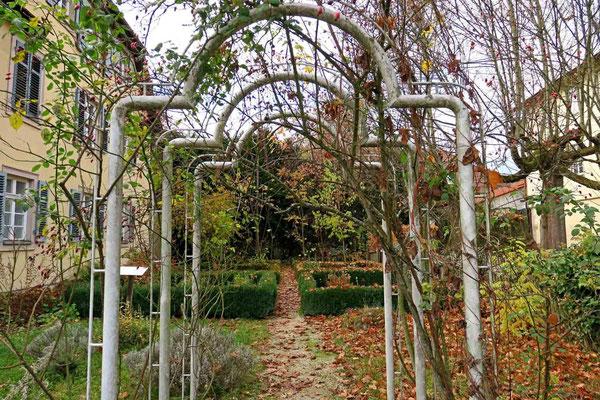 © Traudi  -  Eingang zum Kräutergartene