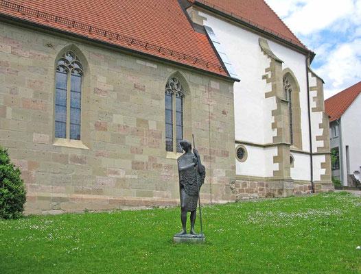 © Traudi  -  Skulptur neben dem Eingang