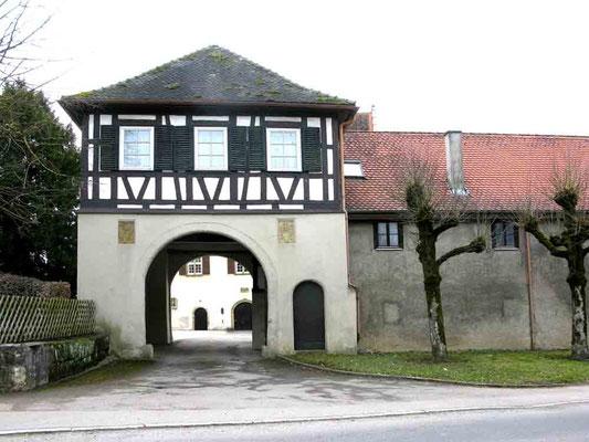 Foto 02.04.2010   Eingangstor zum Unteren Schloss