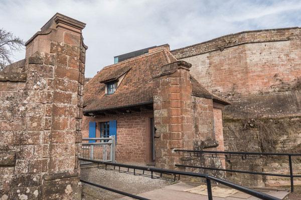 © Traudi - Empfang/Wachthaus. Gebäude aus dem 18. Jahrhundert zur Durchgangskontrolle