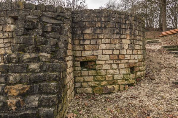 © Traudi - links vorne das ehem. Laubad (Tepidarium), dahinter das Kaltbad (Frigidarium). Für die Römer war das tägliche Bad eine selbstverständlicher Bestandteil des täglichen Lebens.