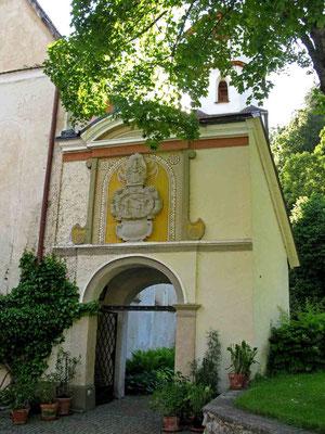 © Traudi - Eingangstor mit Wappen