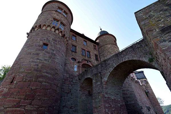 © Traudi - 1785 wurde anstelle der hölzernen Konstruktion (Zugbrücke) eine steinerne Brücke errichtet.