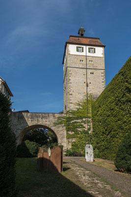 © Traudi - Der rechteckige Pulverturm wurde mit der umfassenden Stadtmauer erbaut im Jahre 1489. Der Fachwerkaufsatz stammt allerdings aus dem 18. Jahrhundert. Dieser brannte beim ersten Stadtbrand im Oktober 1901 ab, wurde danach aber wieder aufgebaut.