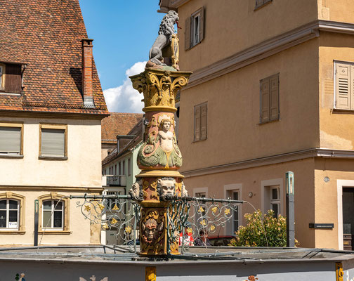© Traudi - Löwenbrunnen aus dem 16. Jh. / Löwe mit Stadtwappen