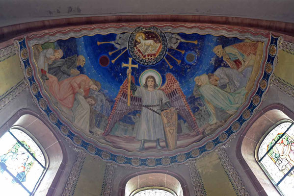 © Traudi - Deckengemälde oberhalb der Buntfenster über dem Altar