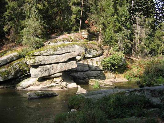 Foto 2005   (c) Traudi    Der Tischstein