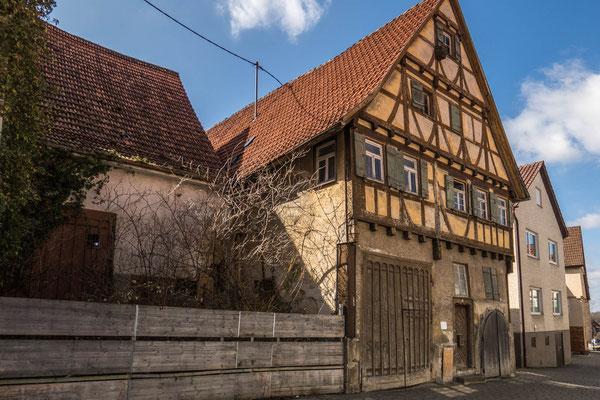 """© Traudi - Dieses alte Gebäude wird auch als """"Alte Schmiede"""" bezeichnet. Es wurde 1585 erbaut."""