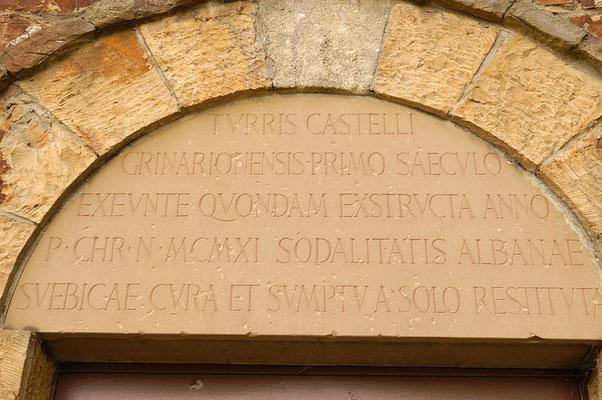 © Traudi – Römerpark, Köngen, Inschrift am Turm