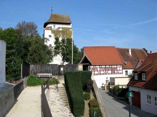 Nördlingen, Oberer Wasserturm, sicherte den Mauerdurchlass der Eger in die Stadt. - © Traudi