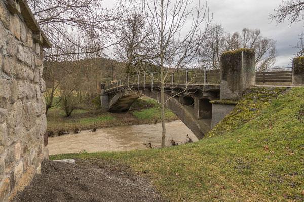 © Traudi - Brücke hinter der Kirche über den Fluss Eyach