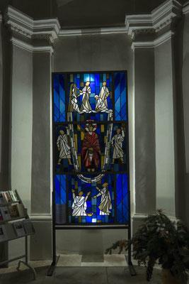 © Traudi - Buntglas in der Katharinenkapelle. Sie wurde 1692 als Grabkapelle der Herren von Weitingen erbaut.