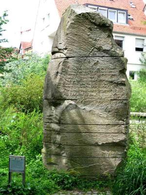 09.06.2010 (c) Traudi - Hochwasserstein. Hochwasser von Enz und Metter bedrohen permanent die Vorstädte. Das schlimmste Hochwasser am 30.10.1824 forderte Todesopfer.