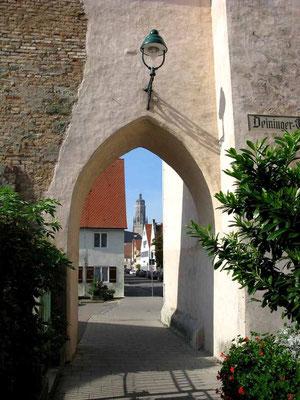 Nördlingen, Blick durchs Deininger Tor - © Traudi
