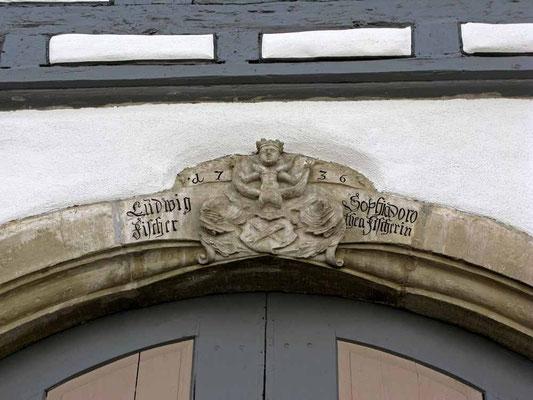 02.07.2011 (c) Traudi  - Am Tor des Posthalterhauses eingefühter ehemaliger Schlussstein.