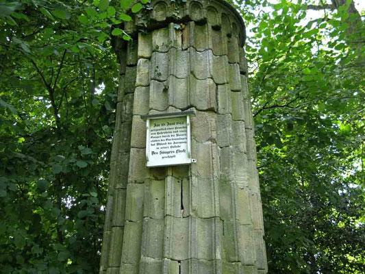 Hohenheim, 3 Säulen des donnernden Jupiters, wurden den Tempelruinen auf dem Forum Romanum in Rom 1:4 nachgebaut. -  © Traudi