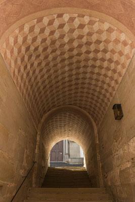 © Traudi - Durchgang unter der Sechseckkapelle