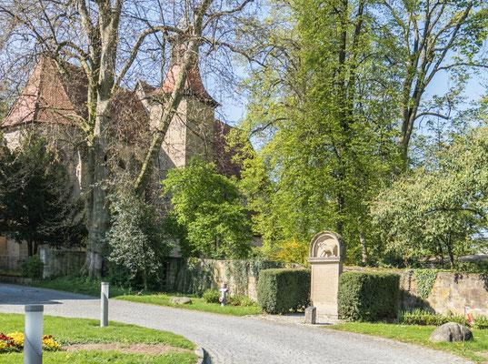 © Traudi - evang. Schlosskirche, im vordergrund das Mops-Denkmal