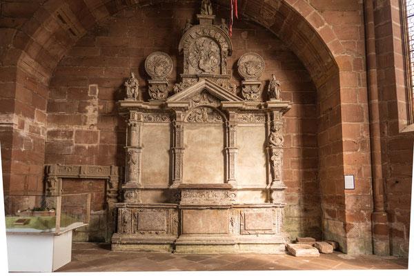© Traudi - Alter Altar in der aus dem 16. Jahrhundert stammenden Kapelle.