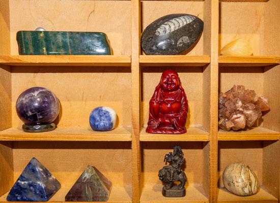 © Traudi - Heliotrop, Ammonit, Amethistkugel, Sodalit, Amethistpyramide, Regenbogenfluorit-Pyramide