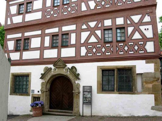 09.06.2010 (c) Traudi  -  Das Hornmoldhaus wurde 1536 erbaut. Es war das Wohnhaus des Vogtes und des württ. Kirchenratsdirektors Sebastian Hornold (1500-1581). Heute ist es Stadtmuseum.