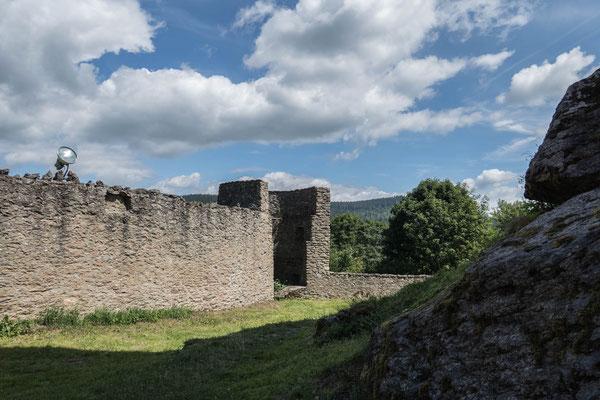 © Traudi - Reste der Ringmauer