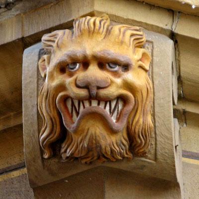 © Traudi - Löwenkopf (zwischen 1654-1701) Grimmeg, mit wildem Blick begrüßt er die Besucher. Seine geblähten Lefzen und sein dichtes Zahnwerk lassen ben Betrachter erschaudern.