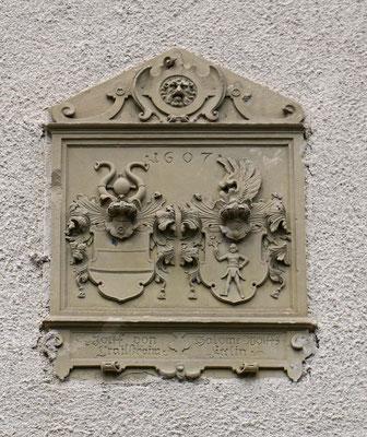 © Traudi - Wappen oberhalb des Eingangstors