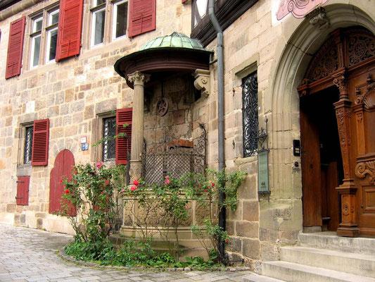 © Traudi - Renaissancebrunnen vor dem Kessler-Haus
