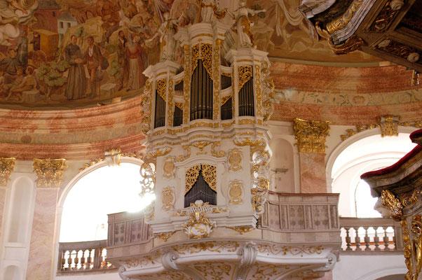 © Traudi - Von 1734 bis 1738 wurde eine Orgel mit zwölf Registern auf zwei Manualen und Pedal gebaut. Original erhalten sind acht der zwölf Register.